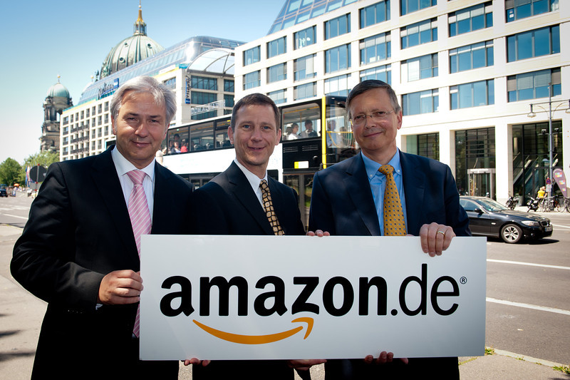 Berlin,den 28.06.2001<br /> PK Regierender BŸrgermeister Berlin Klaus Wowereit, Tim Hickler, Director European Customer Services bei Amazon,  Dr. Frank Billand, Mitglied der GeschŠftsfŸhrung Union Investment Real Estate GmbH
