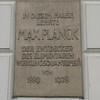 I detta hus, nedanstående bild, undervisade den store fysikern Max Planck. Plancks konstant<br /> h=6.626*10^-34 Js