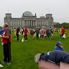 Ombyte på gräsmattan utanför riksdagshuset