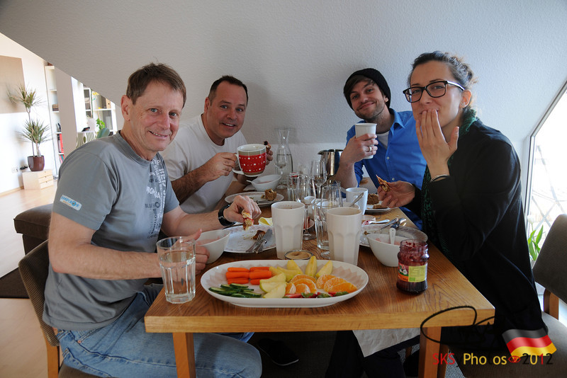 Tom, me, Ashley and Ema enjoy the most wunderbares willkomens Früstuck am Rhinower Straße.  4/28/12