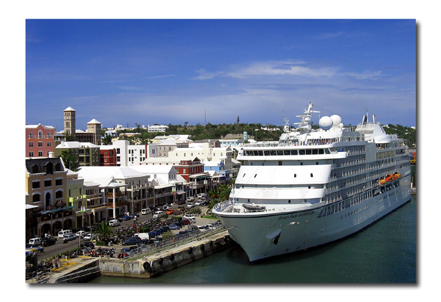 Cruise Ship at HamiltonltbrgtIMG_3312w (32024877)