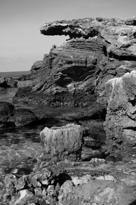 Bermuda, Tobaco bay: roches et cheminée d'origine inconnue ( possiblement un arbre ) / Rocks and a chimney of an unknow origin ( possibly a tree )