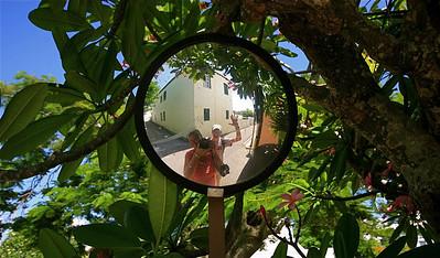 Uit de reeks: 'Spiegelbeeld'. Queenstreet, The Town of St. George, Bermuda.