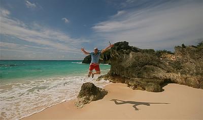 Uit de reeks: 'Jump!' Stonehole Bay. South Shore, Bermuda.