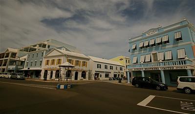 Kleurrijke Front Street. Hamilton, Bermuda.