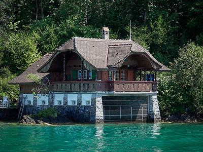 Wonderful lakeside chalet