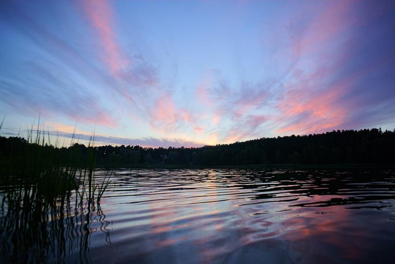 Lake Arbi sunset. Arbi Jarv parast paikese lojangut.