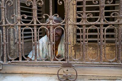 Older Senora, La Habana!
