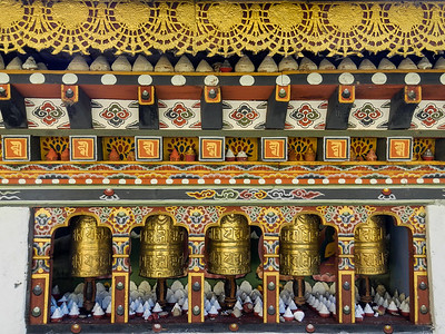 Prayer wheels and mini chortens.