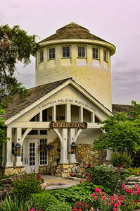 I just love this building!  This is the gift shop at Big Cedar.