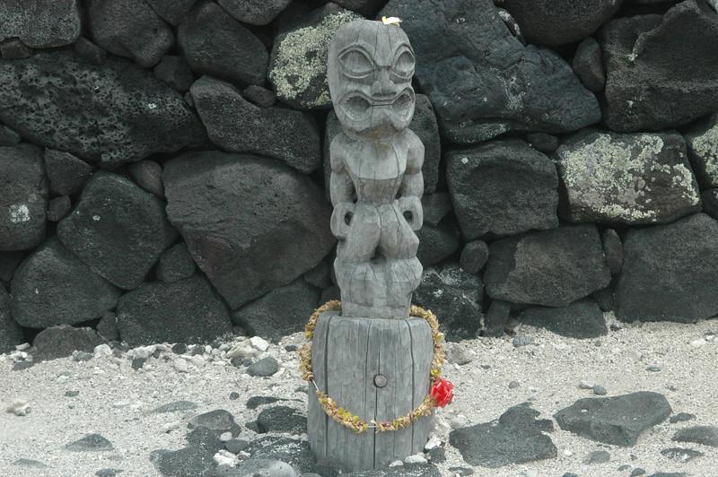 A ki'i outside the Great Wall in Puuhonua o Honaunau National Historical Park