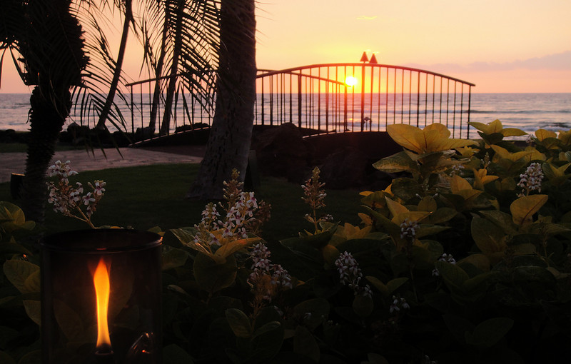Day.3 - Our first sunset at the fabulous 'Canoe House' in our resort 'Mauna Lani Bay'.