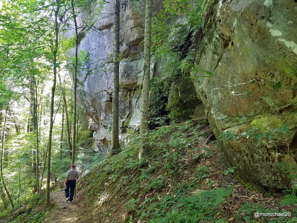 Hiking to Yahoo Falls