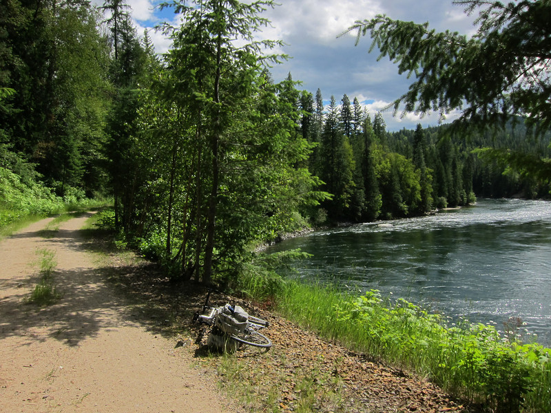 Our bikes aren't really suitable for an unpaved path, but we rode it anyway.