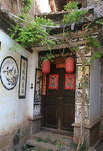 Doorways seem important in China: they are often well cared-for and decorated with special paintings, tiles, lanterns, and glued on red and gold banners and watercolors.