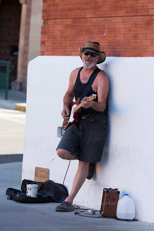 Bisbee Guitar player 1217