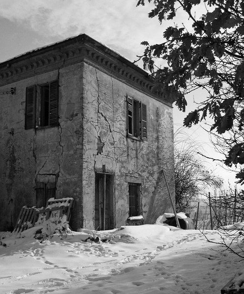 This old villa near Barolo was once used by the winemaker and his family - Barolo (Alba) - Italy
