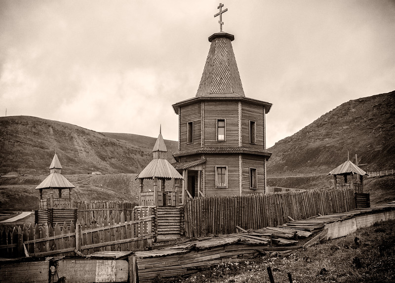 Tiny Russian Orthodox chapel at Barentsburg commemorates two disasters, a plane crash in 1996 and a mine explosion and fire in 1997.