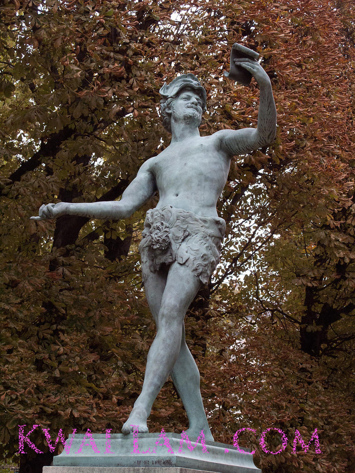 L'acteur Grec-Greek Actor, statue, Luxemberg Gardens, Paris, France