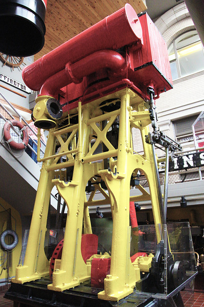 ... then the Maritime Museum next door.  Here's a triple-expansion marine steam engine.