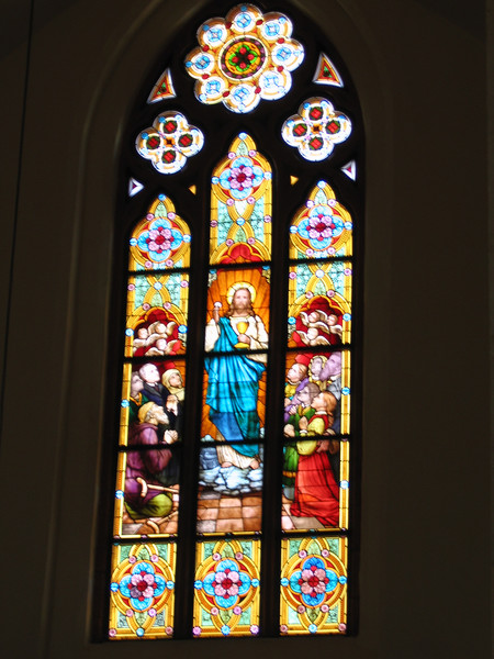 Stained glass window in Grimma's Frauenkirche.