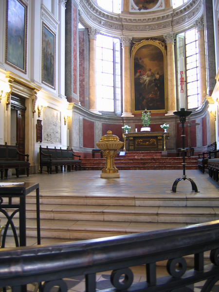 The chancel area of the Nicholaikirche, Leipzig.