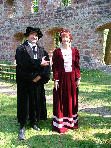 """Martin Luther"" and ""Katharina von Bora"" greet us at the Cloister Nimbschen ruin, Grimma."
