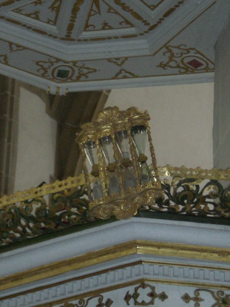 Here's a detail we don't often see on a pulpit -- hourglasses. Four hourglasses. How long does your pastor like to preach?