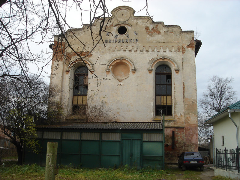 old synagogue on town square