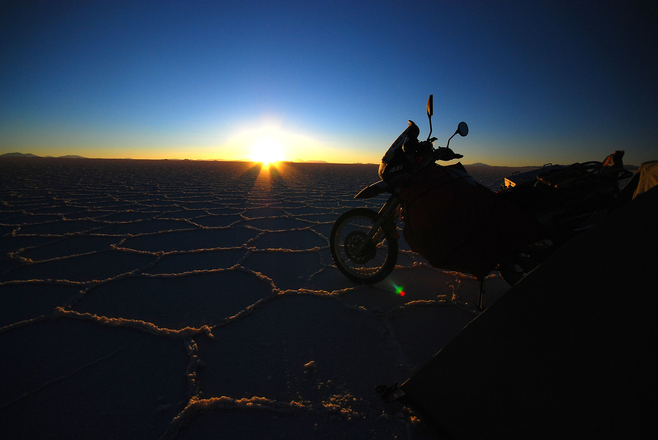 The ever changing light of the Salar de Uyuni. Time 19:13