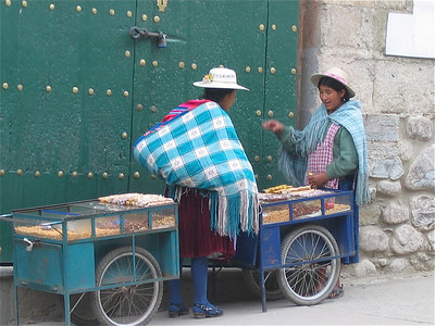 Pindaverkoopsters in Potosi, Bolivia.