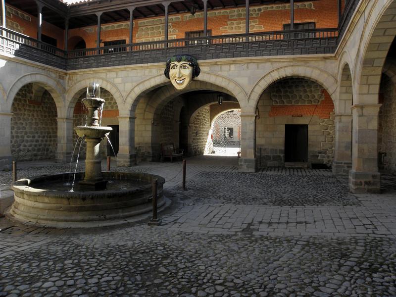"""Casa de la Moneda de Potosí, aquí se forjaron las monedas que dominaron el imperio. Como la célebre frase de Cervantes """"Esto vale un Potosí""""."""