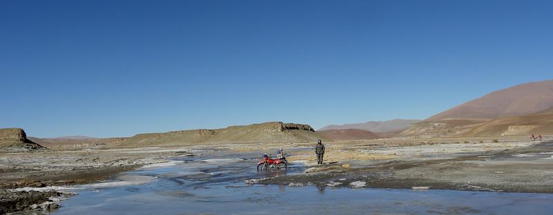 Problemas en la carretera. Esta imagen podría ser bien una alegoría de la situación económico-social en la que se encuentra Bolivia.