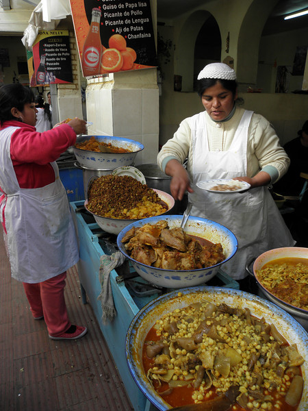 Plato del día en el mercado de Tarija, a 4 Bolivianos (es decir, 40 cts de €)