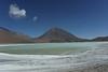 Laguna verde al pie del Volcan Lincancabur (6.000 metros)