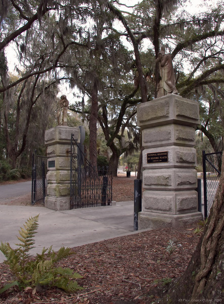 Main gateway of Bonaventure Cemetery