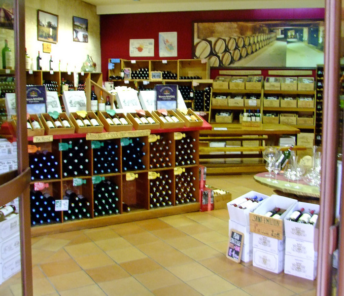 A typical wine store in Saint-Emilion.  They all want to ship a case home (about 100 Euros for shipment - plus the cost of wine)