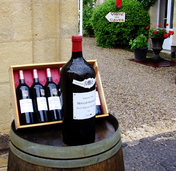 The wonderful wine of Saint-Emilion is on display throughout the village.  It is known world-wide for its dark red wine, in particular merlot.