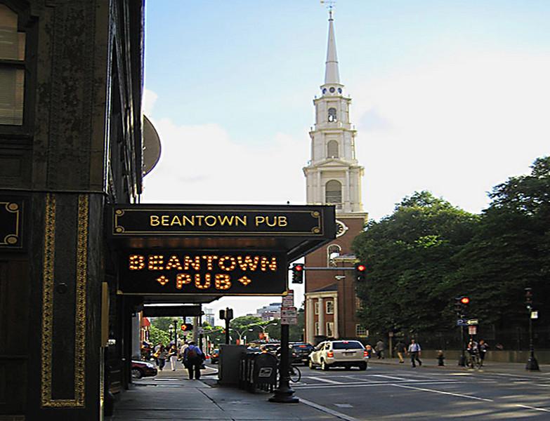DSCBeantown Pub -- I had breakfast my last day there: an Irish Eggs Benedict.