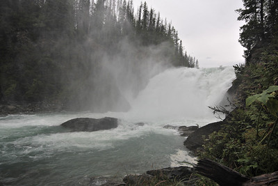 A detour paddle to Unna Lake followed by a short hike brings you to the spectacular Cariboo Falls.
