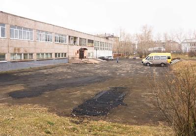 Бывшая школа 22 - думаю что покрытие тоже что и при нас было, просто залатали дыры, а в основном старое покрытие -  30 лет назад еще все было нормально