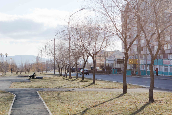 Улица Советская - вид на Братское море ( справа жилой комплекс)