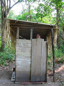 Lokaal toilet. Jamaraguay, Brazilië.