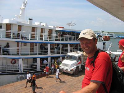 Een tocht over de Rio Amazonas met de Santaram. Brazilië.