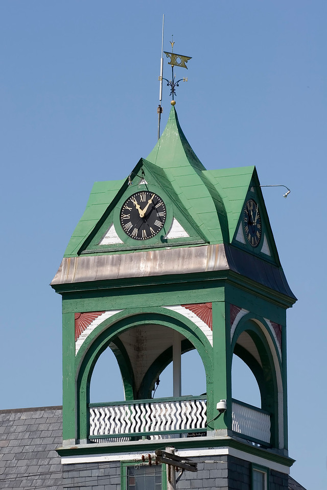 "<b> <center>   <font size = ""3"">     <font color = yellow>  Holley Hall Clock Tower      </font color=yellow>   </font size = ""3""> </center>    <font size = ""2"">     <font color=white>  <br> A close look (with a telephoto lens) at one of Bristols most prominent features. <br>      </font color = white>   </font size = ""2"">"
