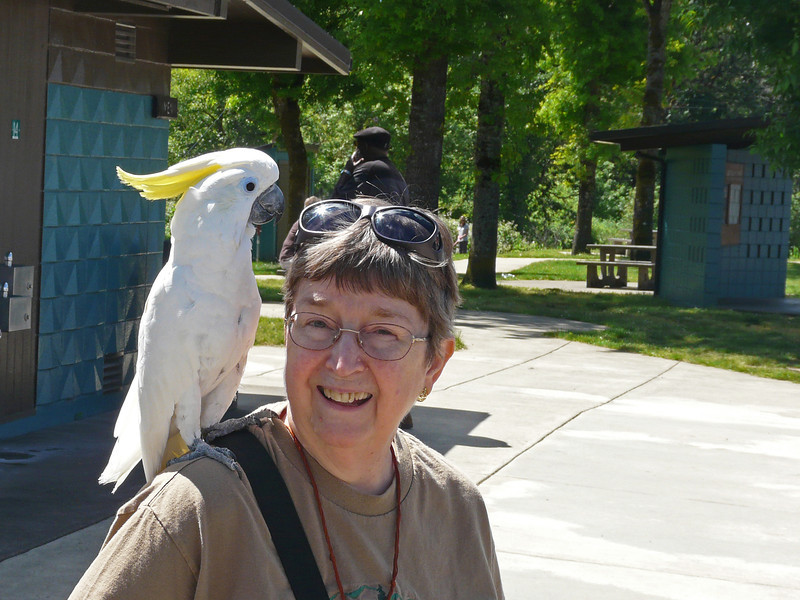 Mon 6/20 - Karen makes a friend at an Oregon rest stop
