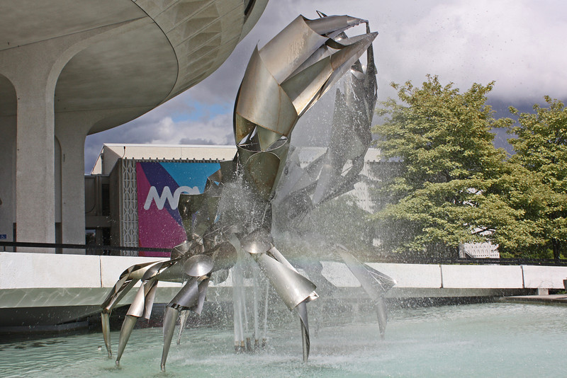 """""""The Crab"""" - Vancouver Science Center fountain"""