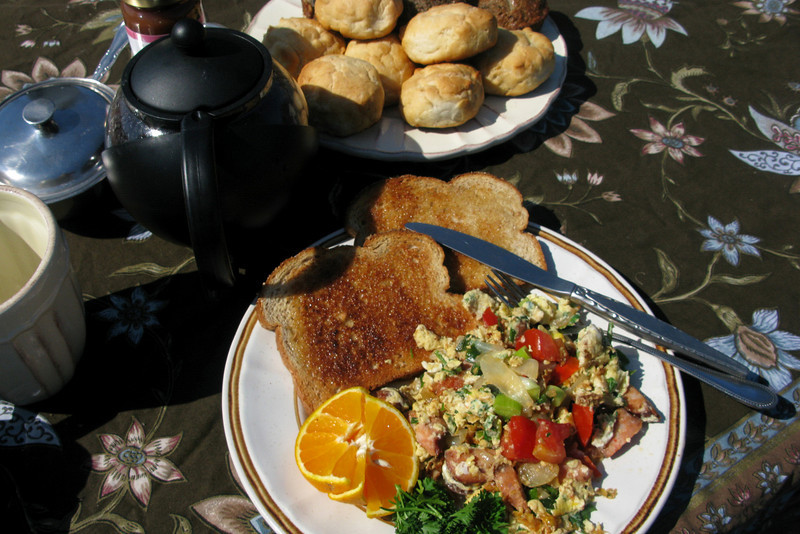 The sun came back full force the next morning, accompanied by another amazing breakfast.