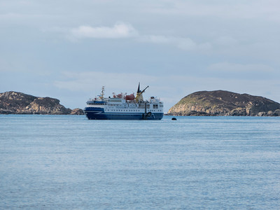 Arrival at dawn in the bay by Iona.