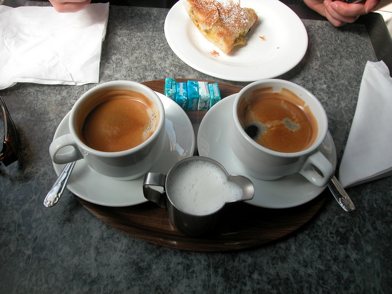 Maroccan coffee... and cakes. Lovvit!!